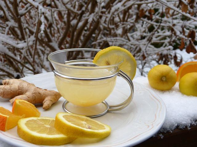 תה עם לימון וג'ינג'ר